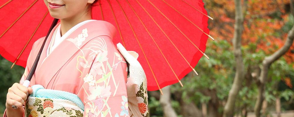 京都の紅葉と女性
